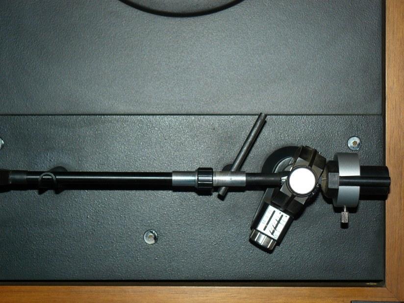 Gramofonska ručka i četiri vinila